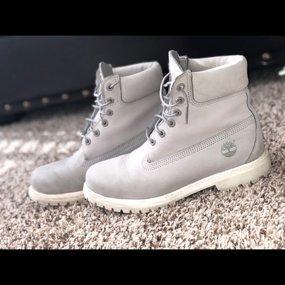 look out for yet not vulgar elegant in style Light grey timberland boots